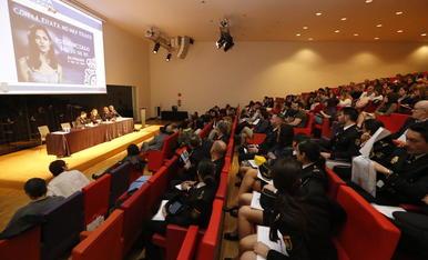 Més de 200 persones van assistir ahir a la jornada sobre el tràfic d'éssers humans a la Llotja de Lleida.