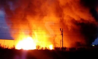 Espectacular incendi de palets a Lleida