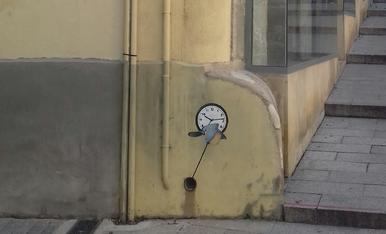 Petit detall d'un rellotge amagat