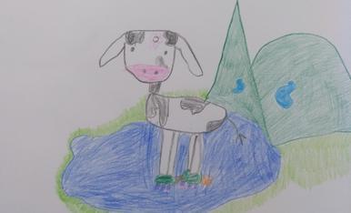 La vaca de L'esbaiola't patinant a un estany d'alta muntanya