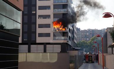 Espectacular incendi en un edifici a Lleida