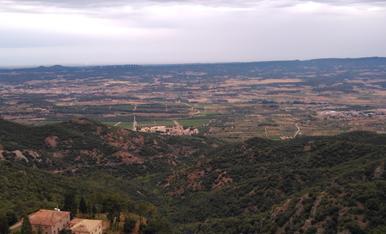 Vista panoràmica desde el mirador de la pena, amb el monestir de poblet