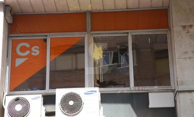 Ataquen la seu de Ciutadans amb pedres i pintura