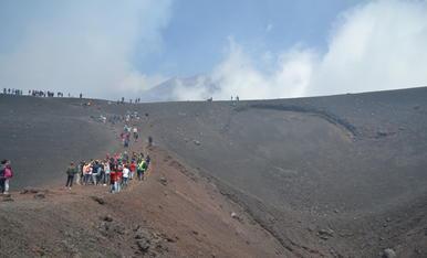L'Etna ha tornat a entrar en erupció. Van avisar que ja era actiu a finals de Juliol, uns dies abans es va fer aquesta foto.