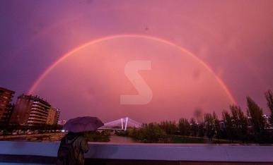 Espectacle de colors al cel de Lleida a l'acabar la tempesta