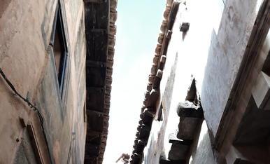 Façanes típiques d'Albarracín a la província de Teruel. Espectaculars carrers estrets amb façanes que gairebé es toquen.