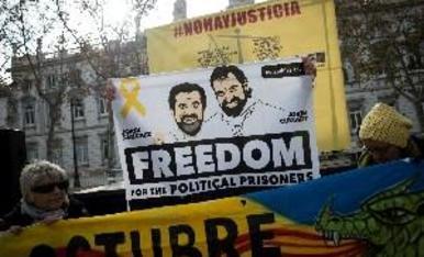 300 manifestants demanen davant del TS l'alliberament dels independentistes presos