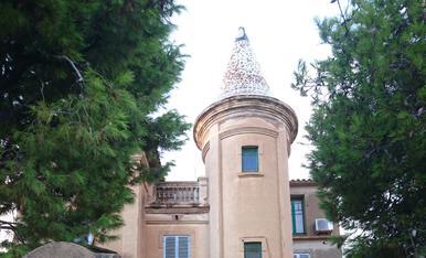 Casa Vila Ramona de Coma-Ruga, té el seu encant entre màgic i nostàlgic