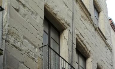 Façana antiga del segle 16 (cal matrícules ) a calaf