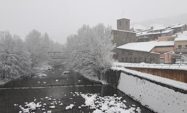 Ens arriba el color blanc al Pont de Suert