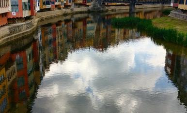 Façanes sobre el riu Onyar al seu pas per Girona