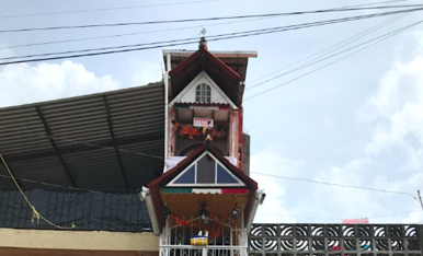 A la ciutat d'Uruapan, al centre de Mèxic, s'hi troba la casa més estreta del món (de només 1,40m d'ample) i que ha estat galardonada amb el Guinness World Records per aquesta fita.