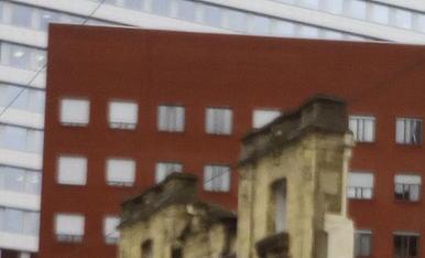 Antiga façana de grandes almacenes en Bilbao.