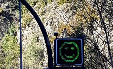 A Andorra un semàfor molt divertit amb un somriure,  et recomana precaució a la zona. Judit Piqueras Carrascosa c/Ferrer i Busquets 119 4-2 (25230) Mollerussa T.687547317