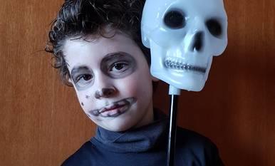 Al nostre Guifré li encanta anar disfressat d'esquelet!