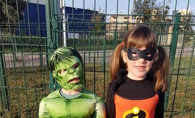 Violeta (Judit) i Hulk (Pol) lluitaran junts per evitar que hagi problemes al món.