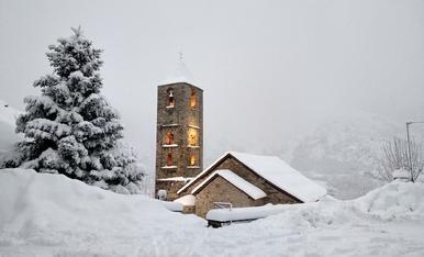 La neu abriga el campanar de Boi