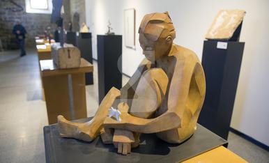 © Debuta como escultor tras 20 años de albañil