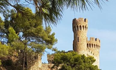 Sota el Castell de Lloret de Mar amb unes vistes idiliques tu per mi ets el meu prinsep i jo la prindesa.