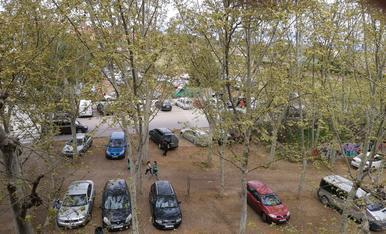 © Parking en zona verde en Pardinyes