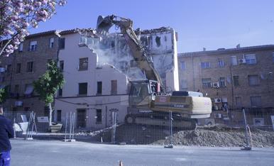 Demolició d'un edifici al carrer Ramiro Ledesma de Lleia