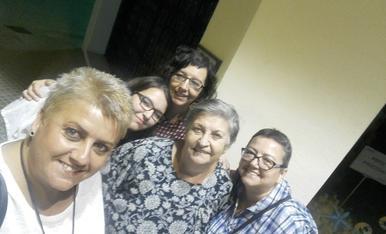 La Pilar, contenta amb les filles i la neta