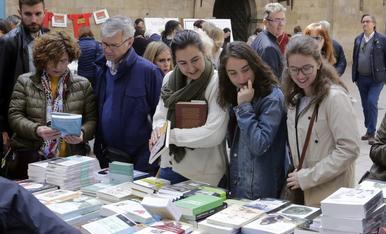 IMATGES. Diada de Sant Jordi 2019