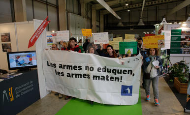 Protesta per la presència de l'Exèrcit a la Fira FP de Lleida