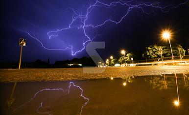 © Primera tormenta en mes y medio