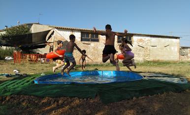 A la piscina del Chiringuito!! Fem poble!!