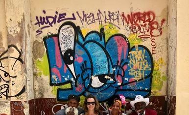 Cubanejant per l'Havana vieja