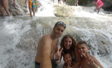 Pujada per les cascades del riu Dunn (Jamaica)