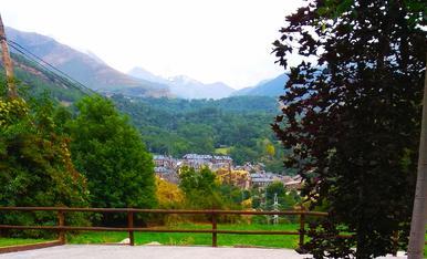 Vacances a la Vall de Boí-Taüll. Fent una cervesa local a Erill La Vall amb vistes espectaculars.
