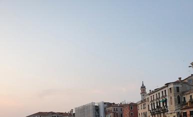 Us envio una foto feta des de les típiques góndoles venecianes, una de les ciutats més bonica del món!
