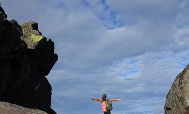 "Adrenalina pura al mirador ""La porta del Diable"" (montanya de Floya) a Svolaver, Illes Lofoten (Noruega)"