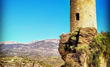 Poble excavat a la roca i torre de vigilància. Baronia de Sant Oïsme