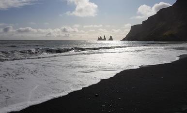 Platja de sorra negra de Víkurfjara, Islàndia