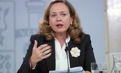 La ministra en funciones de Economía y Empresa, Nadia Calviño, en la rueda de prensa posterior al Consejo de Ministros.