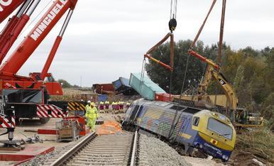 Retiran el tren descarrilado entre Puigverd de Lleida y Juneda