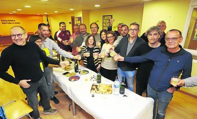 Eritja, el segon per la dreta, brindant al costat de l'alcalde de Lleida i el president de la Diputació.