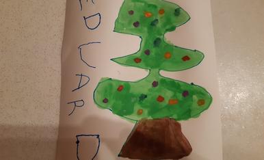 L' Eduard de 3 anys ha dibuixat el seu arbre de nadal.