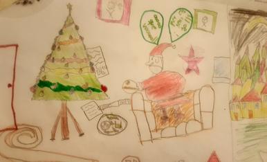 L'Abril de 9 anys ha dibuixat el pare noel deixant els regals durant la nit i menjant-se les galetes que han preparat els nens