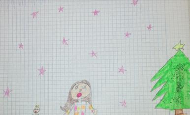 La Nerea Moreno ens ha dibuixat al seu germà Iker i a ella al costat de l'arbre ple de regals i estan al. lucinant del mun de regals que hi ha!
