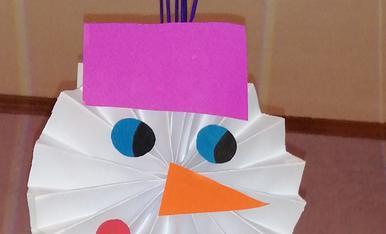 La meva filla de 9 anys ha fet aquest ninot de neu, es una artista!