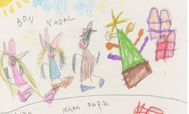 """La Júlia Limia Lopez té 4 anys i ha fet aquest dibuix on surt la familia, l'arbre de nadal i els regals. Es diu """"Tots contents perque arriba el Nadal""""."""