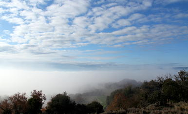 Boira i núvols. 6/12/2019. ( La comarca d'Osona )