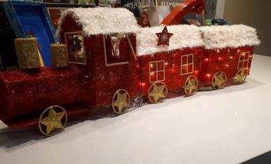 El tren que arriba a Lleida carregat de regals pels nens ...