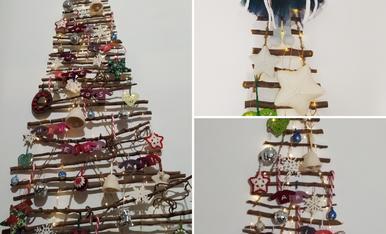 El nostre arbre de nadal, fet amb branques de l'hort i decorat amb tot d'ornaments fets a mà inclosos els jerseis personalitzats per a tota la família, nous d'enguany.