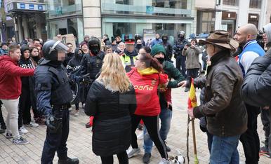 Manifestants antifeixistes i independentistes i simpatitzants enfrontats a Lleida