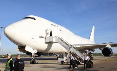Arribada d'un Boeing 747 a l'aeroport de Lleida-Alguaire